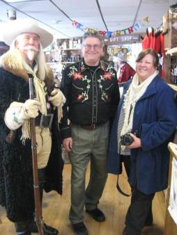 buffalo-bill-impersonator-gunny-jeff-norman-with-museum-curator-steve-friesen-and-director-of-promotions-betsy-martindale-at-the-buffalo-bill-museum-and-graves-169th-buffalo-bill-birthday-party-768x10